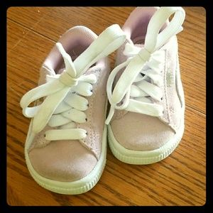 Size 4c toddler. Pink PUMA SUEDES.